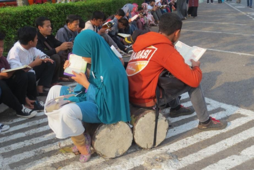 young-indonesians-reciting-the-quran-in-a-public-park-in-jakarta.png